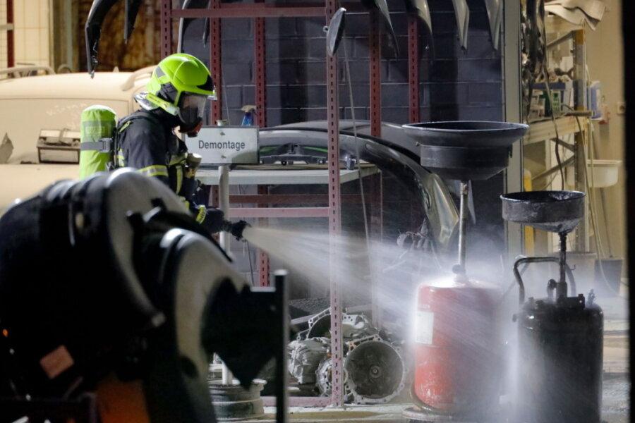 Benzintrolley brennt in Werkstatt