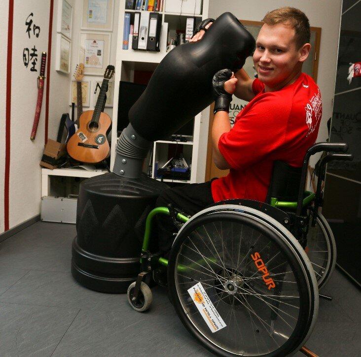 Rollstuhlfahrer erfüllt sich seinen Traum vom Fallschirmsprung