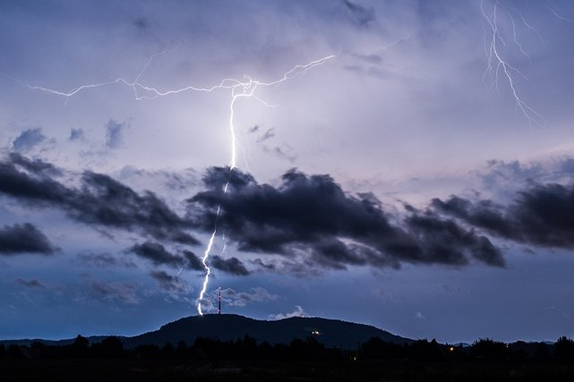 Da braut sich was zusammen: Wetterdienst warnt vor kräftigen Gewittern