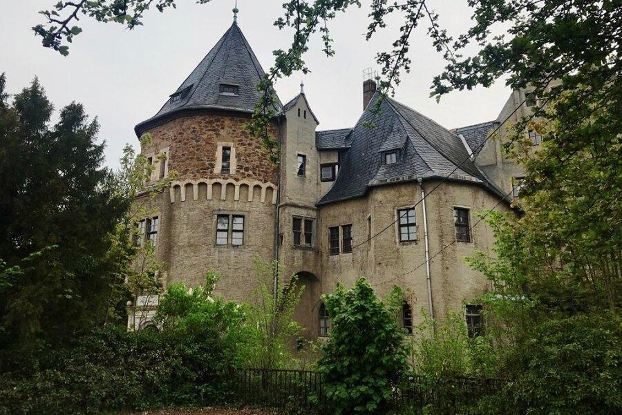 Die Ursprünge von Schloss Reinsberg gehen bis in das 13. Jahrhundert zurück. Nach jahrzehntelangem Verfall könnte es jetzt wieder Glanz erhalten: Die Gemeinde will es an eine Investorin aus Potsdam verkaufen.