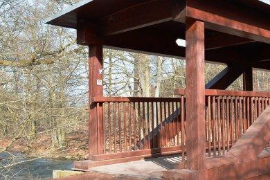 Die Holzbrücke über die Freiberger Mulde am Klärwerk in Siebenlehn weist verborgene Schäden auf.