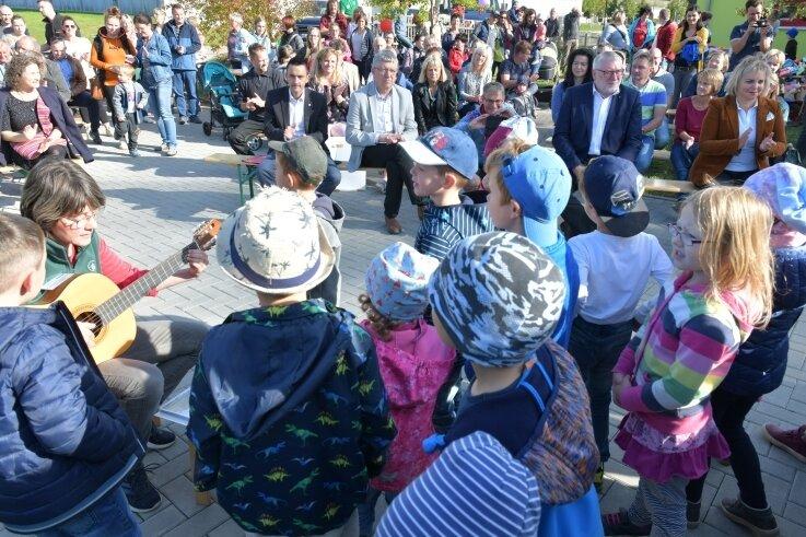 """De neue Kita """"Sonnenkäfer"""" in Niederbobritzsch ist mit einem Familienfest offiziell eröffnet worden."""
