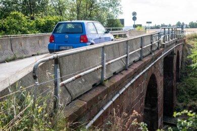 """Die Brücke nahe der Kreuzung """"Grüne Tanne"""" Richtung Mutzscheroda ist seit fast 25 Jahren nur einspurig befahrbar."""