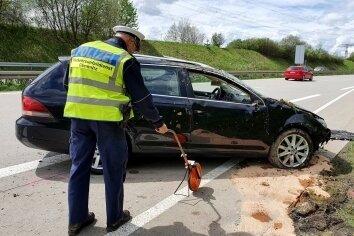 Der Fahrer des VW überstand den Unfall leicht verletzt.