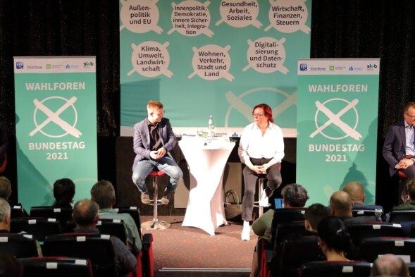 Forum in Schwarzenberg mit den Direktkandidaten im erzgebirgischen Bundestags-Wahlkreis 164 - von links Clara Anne Bünger (Die Linke), Sebastian Walter (Bündnis 90/Die Grünen), Silvio Heider (SPD), Ulrike Harzer (FDP), Alexander Krauß (CDU) und Thomas Dietz (AfD).