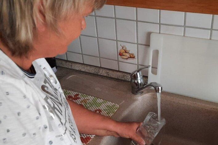 Aus dem Hahn von_Margitta Thiele fließt zwar Wasser, aber der Druck lässt zu wünschen übrig.
