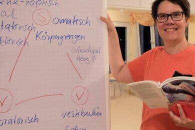 """Beim Thema """"Basale Stimulation"""" hat die Dozentin Britta Hoentzsch aus Radebeul gezeigt, wie man jene die drei Sinne ansprechen kann, die schon im Mutterleib angelegt werden."""