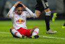 Leipzigs Spieler Matheus Cunha bedauert einen Fehlschuss.