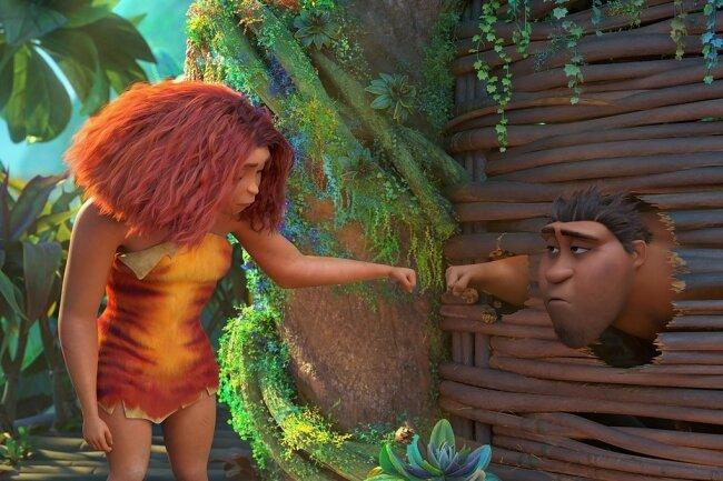 Urfaust: Eep Crood (links, gesprochen von Janin Ullmann) und ihr Vater Grug (Uwe Ochsenknecht) lassen sich im zweiten Teil des wilden Animationsabenteuers nicht unterkriegen.
