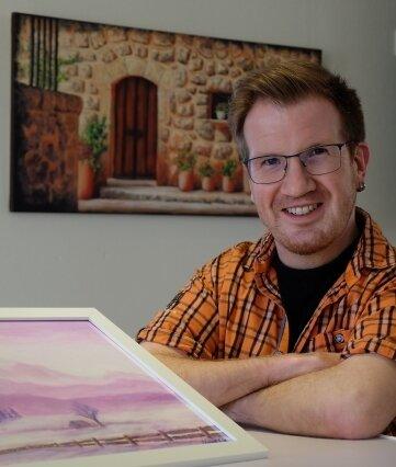 Eine Schau mit Acrylbildern des Thalheimer Hobbymalers Henry Ebert (Foto) ist eine von zwei neuen Ausstellungen, die ab sofort in der Stiftung Tholm besucht werden können.