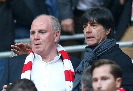 Uli Hoeneß (l.) mit Bundestrainer Joachim Löw