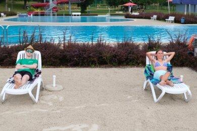 Bereits vergangenes Jahr musste im Freibad Oberreichenbach Abstand gehalten werden. Dies wird auch dieses Jahr der Fall sein. Um einen Coronatest kommen die Badegäste vermutlich herum.