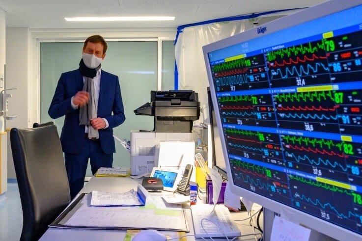 Ministerpräsident Michael Kretschmer besuchte im Januar die Intensivstation im Krankenhaus Mittweida. Dort stößt man bezüglich der Bettenauslastung auf der Intensivstation im Gegensatz zur Freiberger Klinik noch nicht an die Grenzen.