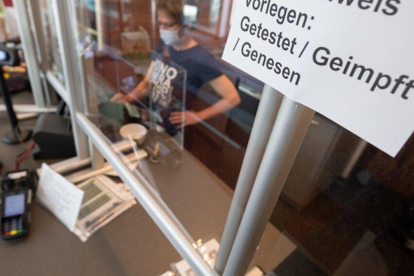 Geimpft, genesen oder getestet? Mit der Frage werden jetzt auch in Mittelsachsen Besucher von Veranstaltungen und Restaurants konfrontiert. Unter Infizierten ist der Anteil Ungeimpfter groß.
