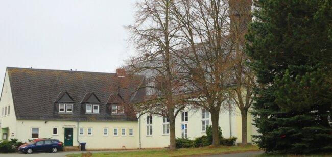 Das Kulturhaus ist das markanteste Gebäude des Dorfes. Für die Gaststätte wird ein neuer Pächter gesucht - nicht so einfach in Zeiten geschlossener Gaststätten.