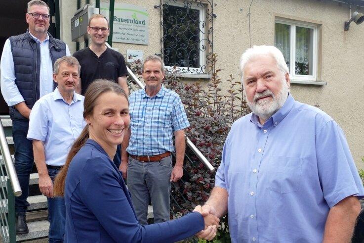 Kay Weißbach, Matthias Bilz (hinten von links), Jens Beyer (Mitte links) und Diana Koban bilden den neuen Vorstand der Bauernland-AG Großolbersdorf. Frank Bilz (Mitte rechts) und Matthias Espig schieden aus.
