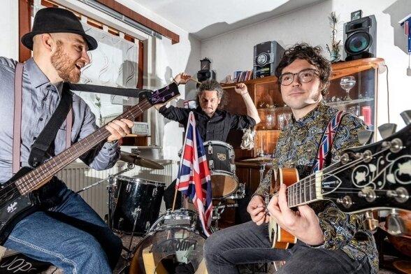 Falk Levien, Krzysztof Zurad und Michael Ranalli (von links) von der Burgstädter Band The Six Pickles im Proberaum.