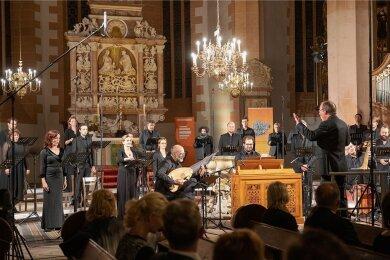Die Cappella Amsterdam unter der Leitung von Daniel Reuss hat am Sonntag mit einer eindrucksvollen Interpretation der schönsten Motetten von Johann Sebastian Bach das Musikfest Erzgebirge beendet.