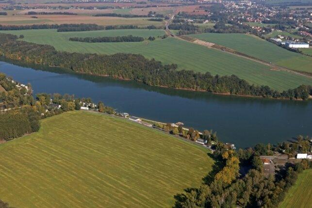 Nur ein Teil der Talsperre liegt auf Werdauer Flur, der andere Abschnitt gehört zu Langenbernsdorf. Zu den Anrainern gehört auch die Gemeinde Neukirchen.