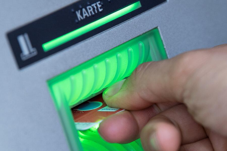 Polizei fahndet nach mutmaßlichem EC-Karten-Dieb