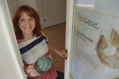 """Für Madeleine Hiller läuft der Countdown: Am 19. September feiert sie mit ihrem Geschäft """"Nadelspiel"""" Neueröffnung am Badeplatz von Bad Elster."""
