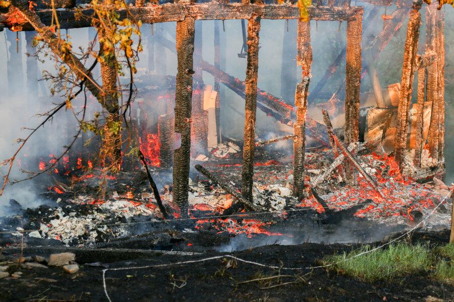 Ein Jugendtreff in Großrückerswalde ist am Mittwochabend komplett abgebrannt.