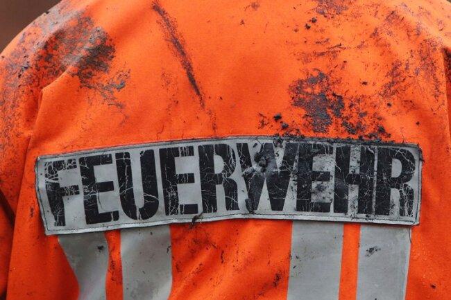 Zu einem Feldbrand im Reinsdorfer Ortsteil Vielau sind mehrere Feuerwehren am Dienstagnachmittag ausgerückt.