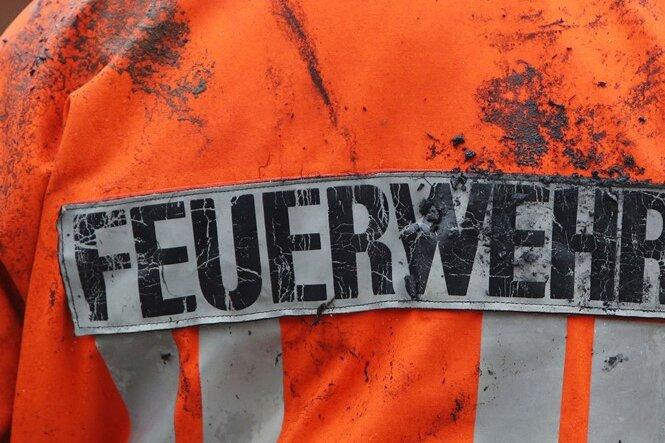 Annaberg-Buchholz: Jugendliche wirft Steine auf Feuerwehrleute
