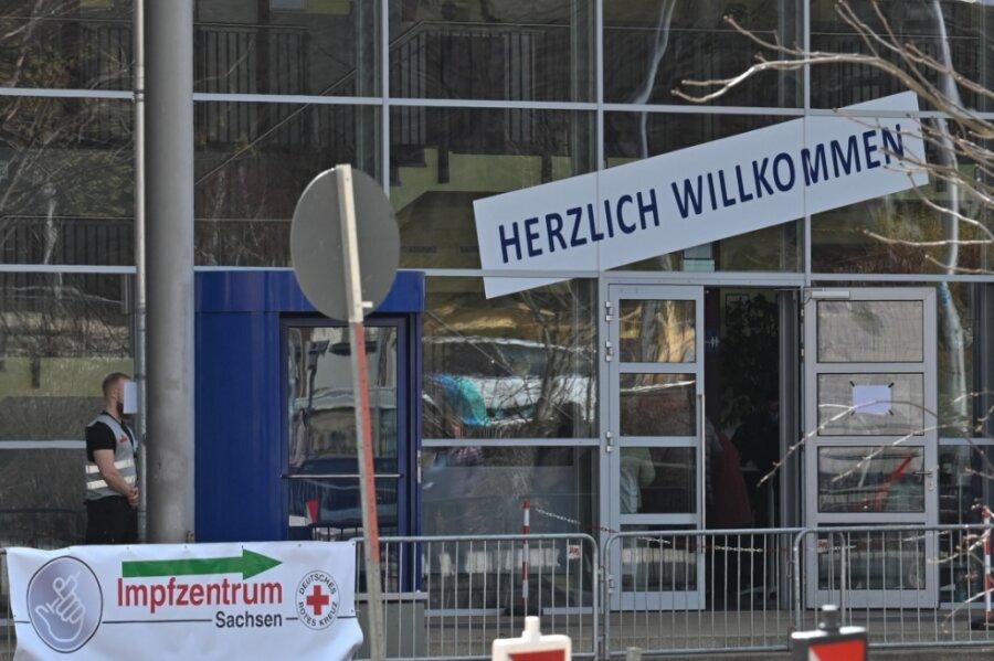 Corona-Impftermine in Chemnitz trotz Aufstockung schnell weg - Frust bei Patienten