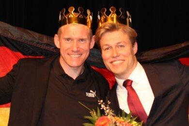 Bei der Sportgala 2019 überreichte Zehnkämpfer Arthur Abele (links) den Siegerpokal an Malte Striegler.