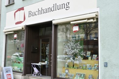 Geschäft mit langer Tradition: Die Buchhandlung in der Innenstadt von Markneukirchen. Die aktuellen Betreiber suchen einen Nachfolger.