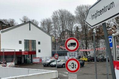 Für viele ältere Mittelsachsen stellt die Fahrt zum zentralen Impfzentrum des Landkreises, das im Simmelcenter in Mittweida angesiedelt ist, eine Hürde dar.