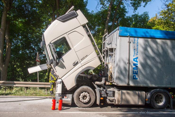 Lastwagen-Brand in Lauter: Bundesstraße 101 halbseitig gesperrt