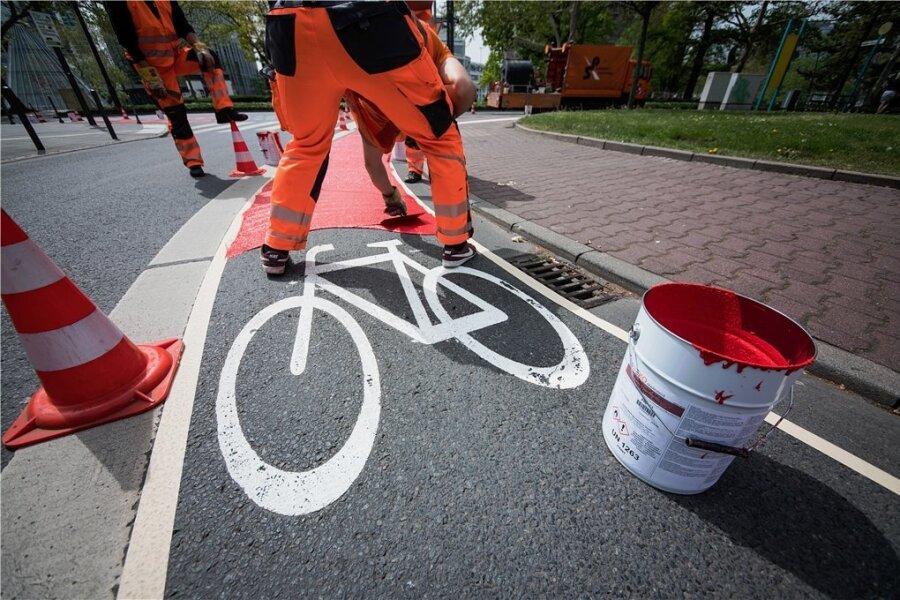 Fahrradwege rot zu streichen, macht ihre Benutzung nicht zwangsläufig sicherer.