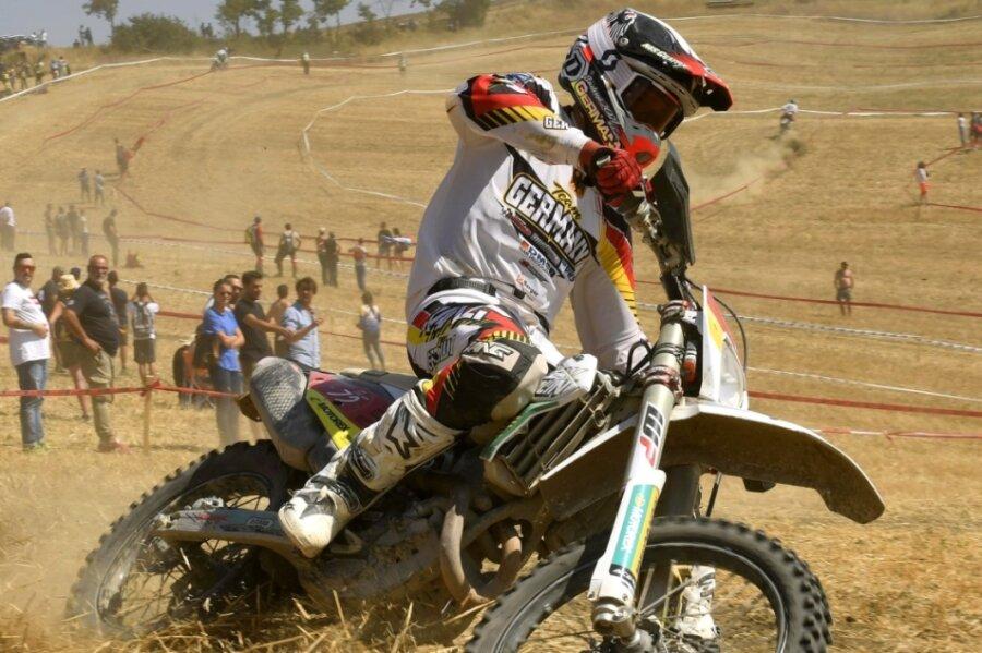 In Italien konnte sich der Peniger Enduro-Pilot Edward Hübner bereits auf motocrosslastigem Gelände beweisen. Ähnliches steht ihm nun beim 4. Lauf der Deutschen Enduro-Meisterschaft in Rehna bevor.