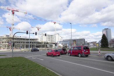 Auch im Kreuzungsbereich Bahnhofsstraße/Zschopauer Straße wurden Personen von einem Unbekannten mit einer Pistole bedroht.