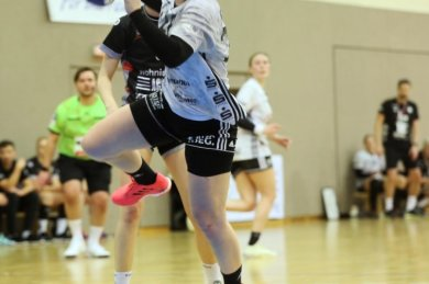 Schon in der vergangenen Saison war Alisa Pester in der Abwehr eine feste Größe beim BSV Sachsen Zwickau. Mittlerweile hat sich die 22-Jährige auch im Angriff etabliert. Beim Heimsieg am Samstag war die Kreisläuferin mit sieben Toren erfolgreichste Werferin ihrer Mannschaft.