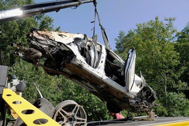 Am 16. August gegen 5 Uhr ereignete sich auf der A4 zwischen Siebenlehn und Berbersdorf ein tödlicher Unfall mit einem Mercedes.