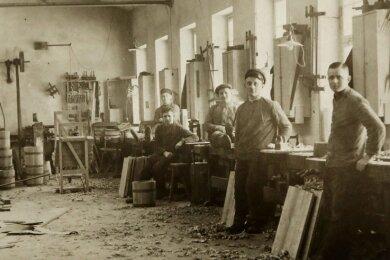 Im Jahr 1898 startete der Betrieb als Böttcherei.