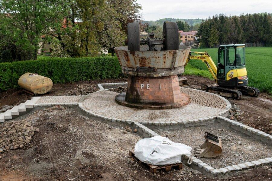 Der Peniger Bauhof hat damit begonnen, das Umfeld des Kollergangs an der Chemnitzer Straße neu zu gestalten.