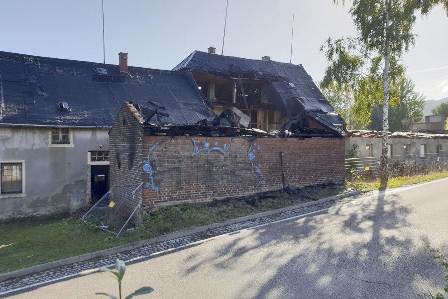 In einem Abrissgebäude an der Erdmannsdorfer Straße in Flöha war das Feuer ausgebrochen.