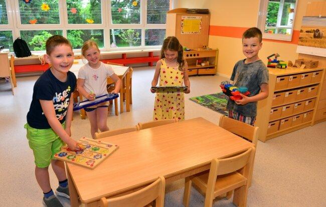 """Die Kinder durften die neuen Farben für die Gruppenzimmer der Awo-Kindertagesstätte """"Regenbogen"""" in Mittweida mit aussuchen."""