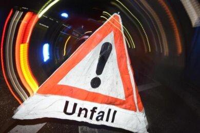 Eine 51 Jahre alteAutofahrerin ist bei Unfall nacheinem missglückten Fahrmanöver in Crinitzberg mit dem Schrecken davongekommen.