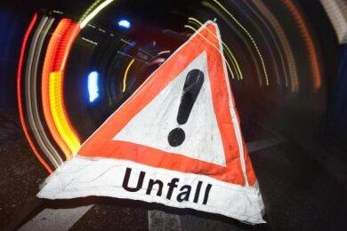 Eine Renault-Fahrerin ist am Dienstagmorgen bei einem WIldunfall bei Lichtenstein schwer verletzt worden.