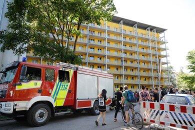 Kameraden der Feuerwehr rückten am Donnerstagnachmittag auf dem Campus der TU Chemnitz an.