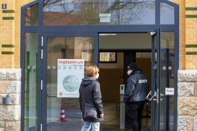 Das Impfzentrum in Plauen muss derzeit Impfwillige wegschicken, die einen Termin haben. Es ist vorübergehend geschlossen, weil kein Astrazeneca verimpft werden kann.