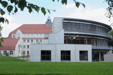 Neben dem Limbach-Oberfrohnaer Gymnasium soll eine neue Sporthalle gebaut werden.