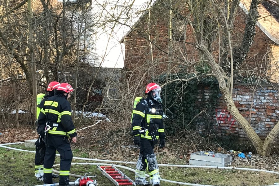 Plauen: Garagenbrand ruft Feuerwehr auf Plan