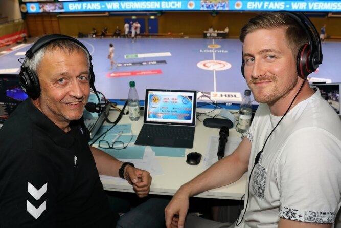 Jörg Meinhardt (l.) wurde am Sonnabend bei der Live-Sendung am Mikrofon von Sohn und Ex-Kapitän Eric Meinhardt unterstützt.