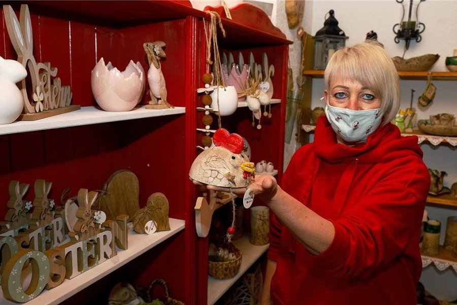 Auch wenn Keramikerin Ute Schlicke den coronabedingt rückläufigen Umsatz mit einem Online-Shop teilweise ausgleichen konnte, hofft sie auf baldige Lockerungen für die Markthändler.